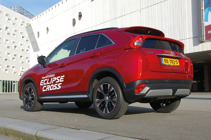 Eclipse Cross driekwart achter