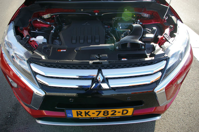 Eclipse Cross open motorkap 01